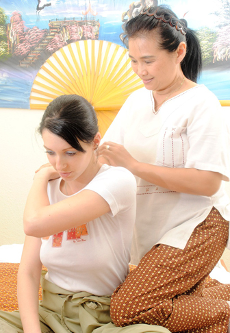 Thai-Massage in der Chaloeysak-Tradition